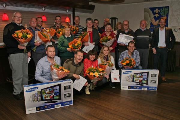 Groepsfoto van de gelukkige prijswinnaars. Foto: Bert Woltjes